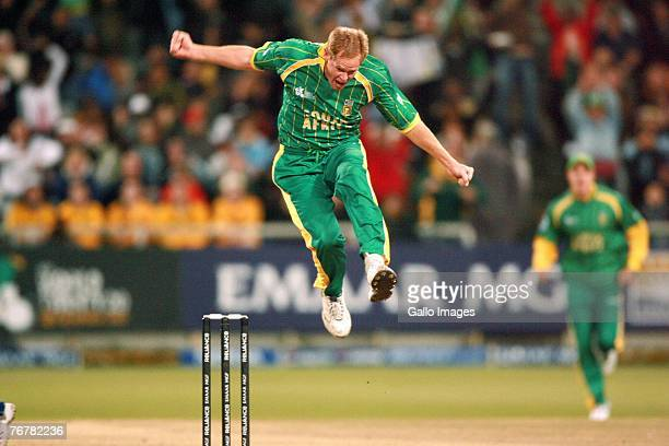 Shaun Pollock celebrates the wicket of Paul Collingwood during the Twenty20 Cup Super Eights match between England and South Africa at Newlands...