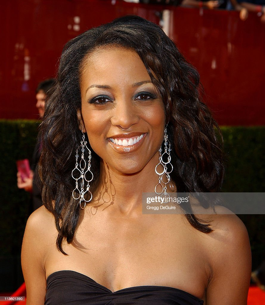 <a gi-track='captionPersonalityLinkClicked' href=/galleries/search?phrase=Shaun+Robinson&family=editorial&specificpeople=209263 ng-click='$event.stopPropagation()'>Shaun Robinson</a> during 2003 ESPY Awards - Arrivals at Kodak Theatre in Hollywood, California, United States.