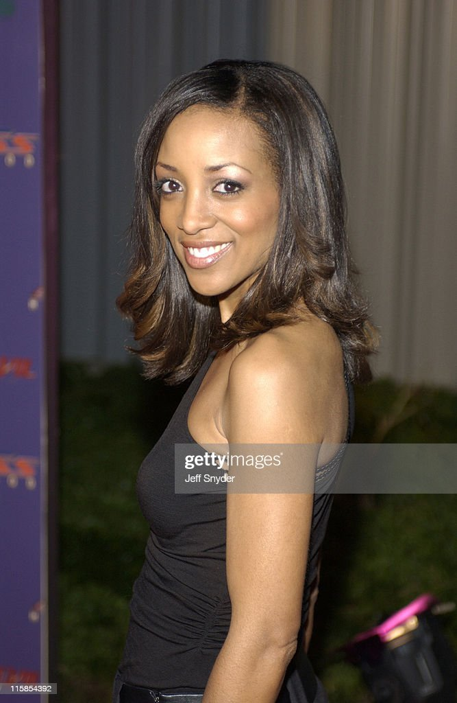 <a gi-track='captionPersonalityLinkClicked' href=/galleries/search?phrase=Shaun+Robinson&family=editorial&specificpeople=209263 ng-click='$event.stopPropagation()'>Shaun Robinson</a> during Access Hollywood and Controversy Magazine Host 'Senses Awaken' Celebrity Super Bowl Bash at Stu Segall Studios in San Diego, CA.
