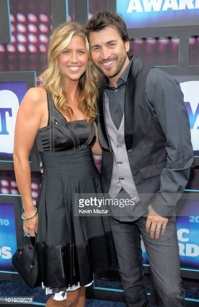 Shaun Silva and Shannon Brown attend the 2010 CMT Music Awards at the Bridgestone Arena on June 9 2010 in Nashville Tennessee