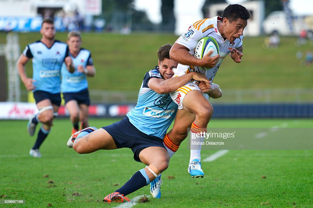 Shaun Stevenson to Chiefs runs with the ball during the Super Rugby trial match between the Chiefs and the Waratahs at Rotorua International Stadium on February 12, 2016 in Rotorua, New Zealand.
