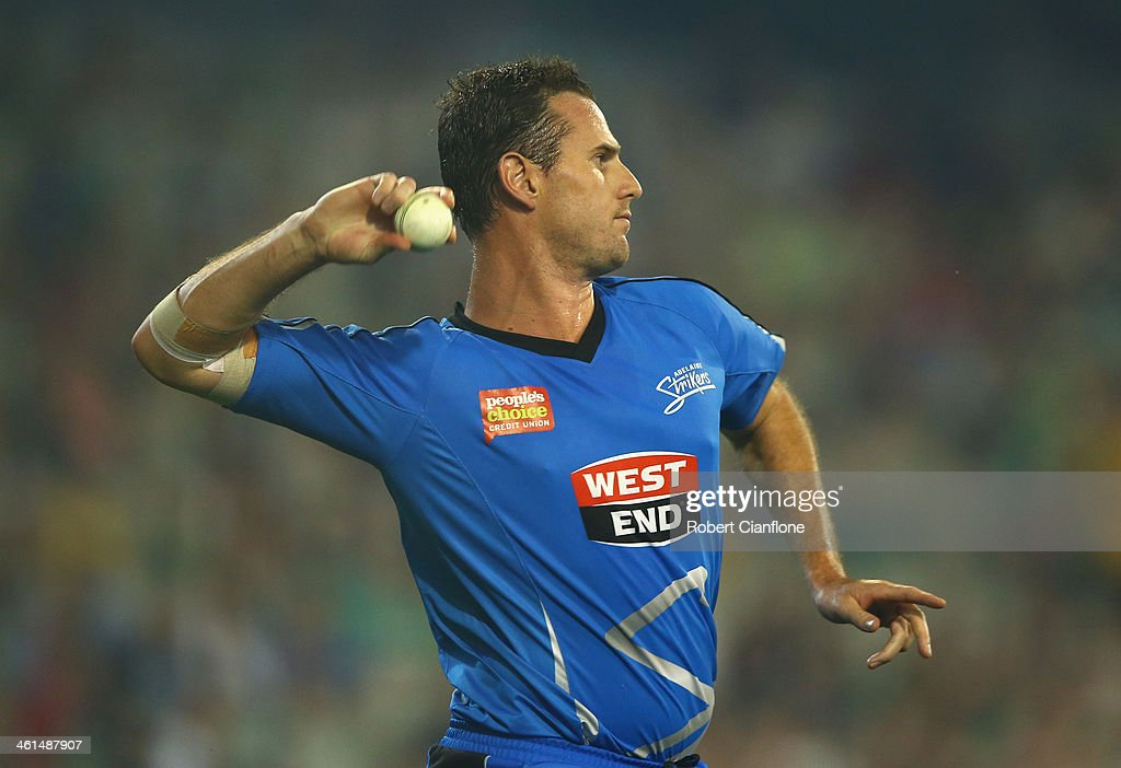 <a gi-track='captionPersonalityLinkClicked' href=/galleries/search?phrase=Shaun+Tait&family=editorial&specificpeople=211315 ng-click='$event.stopPropagation()'>Shaun Tait</a> of the Strikers fields during the Big Bash League match between the Melbourne Stars and the Adelaide Strikers at the Melbourne Cricket Ground on January 9, 2014 in Melbourne, Australia.