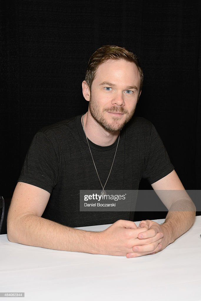 <a gi-track='captionPersonalityLinkClicked' href=/galleries/search?phrase=Shawn+Ashmore&family=editorial&specificpeople=229029 ng-click='$event.stopPropagation()'>Shawn Ashmore</a> attends Wizard World Chicago Comic Con 2014 at Donald E. Stephens Convention Center on August 23, 2014 in Chicago, Illinois.