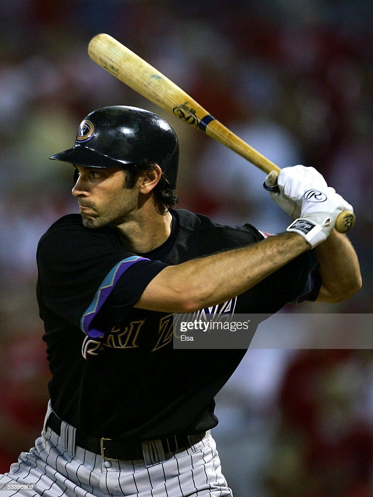 Shawn Green of the Arizona Diamondbacks tries to keep his team alive in the ninth inning the St Louis Cardinals on August 16 2005 at Busch Stadium in...