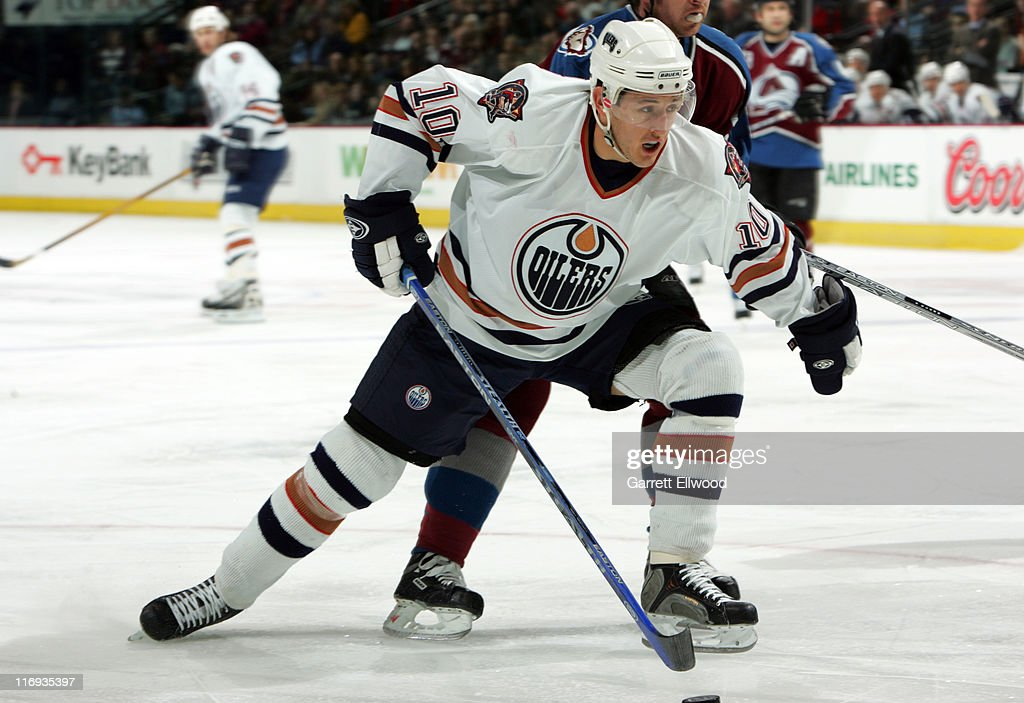 Shawn Horcoff of the Edmonton Oilers during the game against the Colorado Avalanche on March 26 2006 at Pepsi Center in Denver Colorado