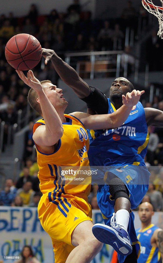 Shawn James, #5 of Maccabi Electra Tel Aviv competes with Paul Davis, #40 of BC Khimki Moscow Region during the 2012-2013 Turkish Airlines Euroleague Top 16 Date 4 between BC Khimki Moscow Region v Maccabi Electra Tel Aviv at Basketball Center of Moscow Region on January 18, 2013 in Moscow, Russia.