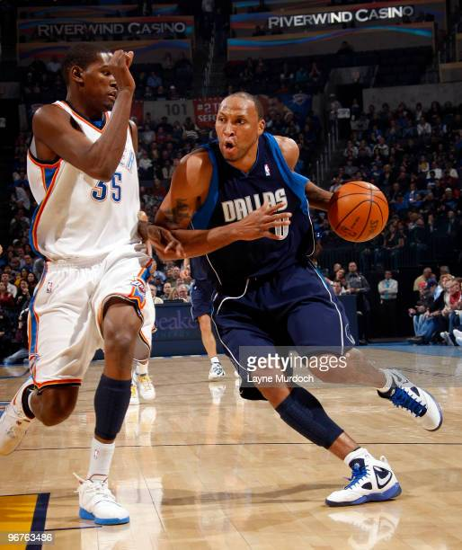 Shawn Marion of the Dallas Mavericks drives to the basket against Kevin Durant of the Oklahoma City Thunder on February 16 2010 at the Ford Center in...