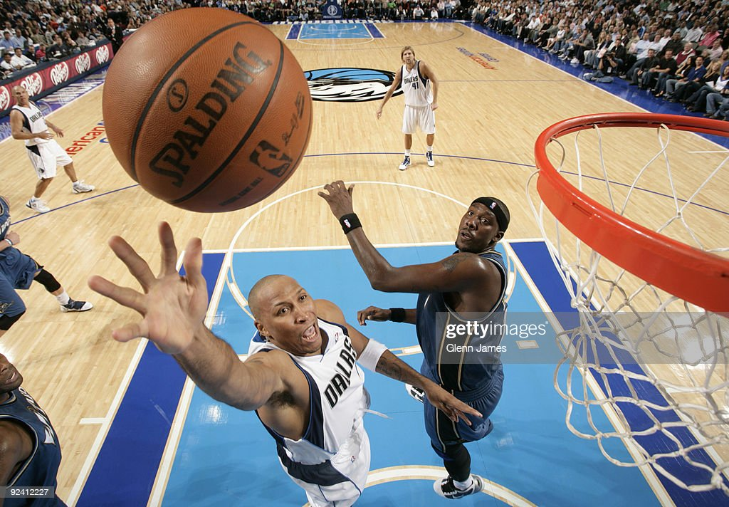 Shawn Marion #0 of the Dallas Mavericks puts in a layup against Andray Blatche #7 of the Washington Wizards during the season opener at the American Airlines Center on October 27, 2009 in Dallas, Texas.
