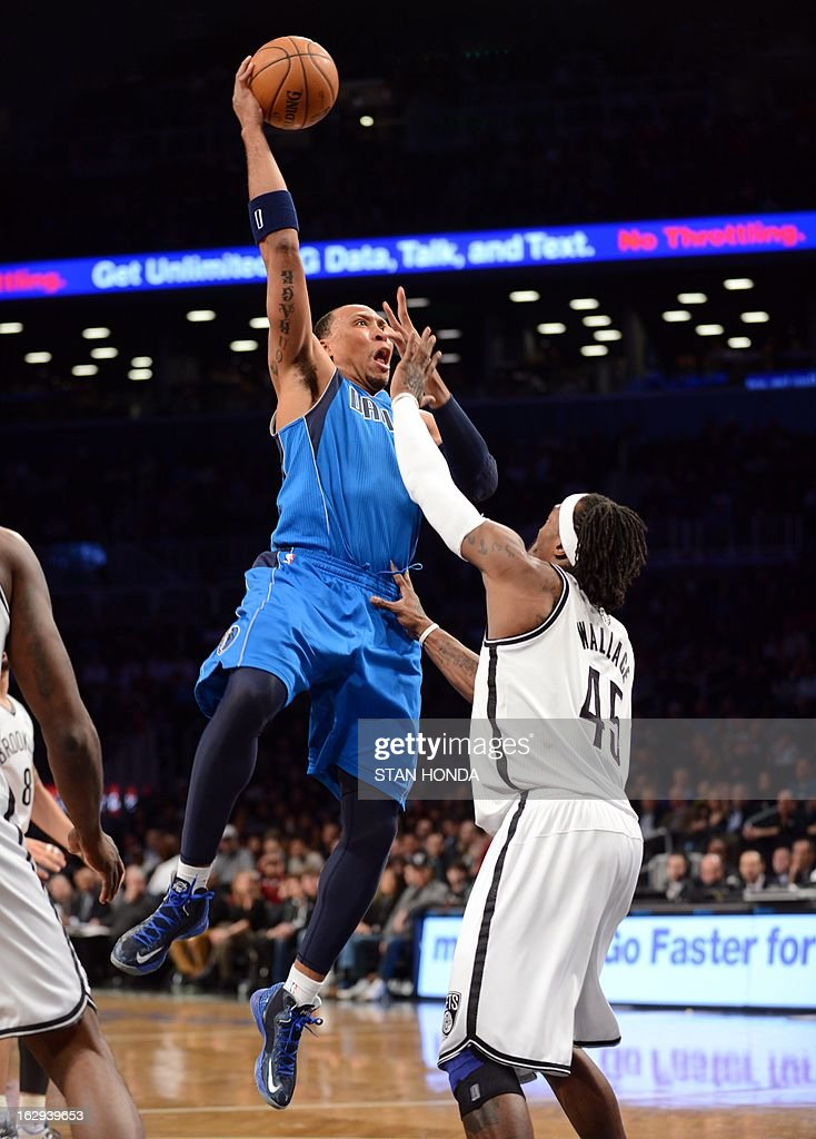 Shawn Marion (L) of the Dallas Mavericks shoots against Gerald Wallace (R) of the Brooklyn Nets at the Barclays Center March 1, 2013 in the Brooklyn borough of New York. AFP PHOTO/Stan HONDA