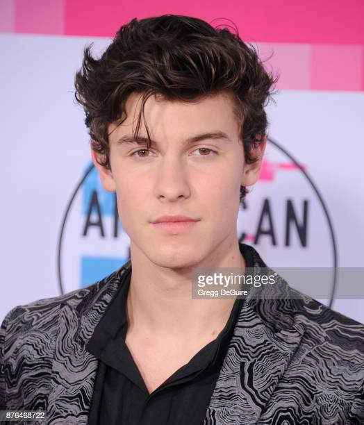 Shawn Mendes arrives at the 2017 American Music Awards at Microsoft Theater on November 19 2017 in Los Angeles California