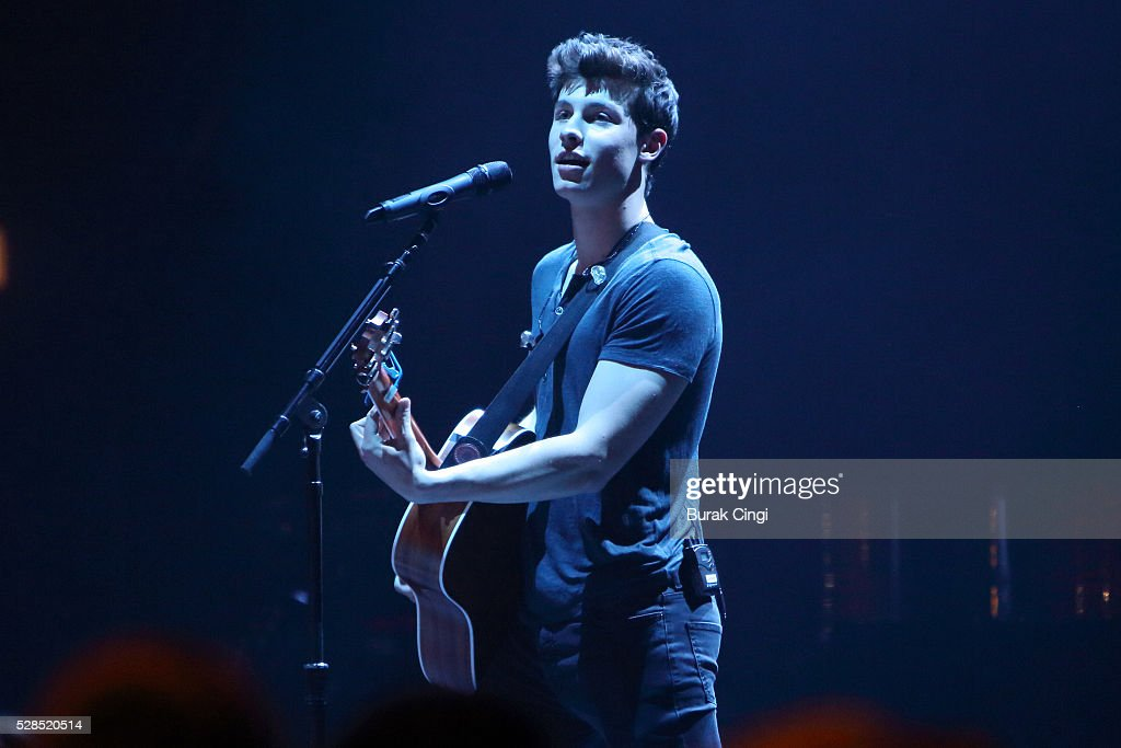 <a gi-track='captionPersonalityLinkClicked' href=/galleries/search?phrase=Shawn+Mendes+-+Musician&family=editorial&specificpeople=12808158 ng-click='$event.stopPropagation()'>Shawn Mendes</a> performs live on stage at Eventim Apollo on May 5, 2016 in London, England.