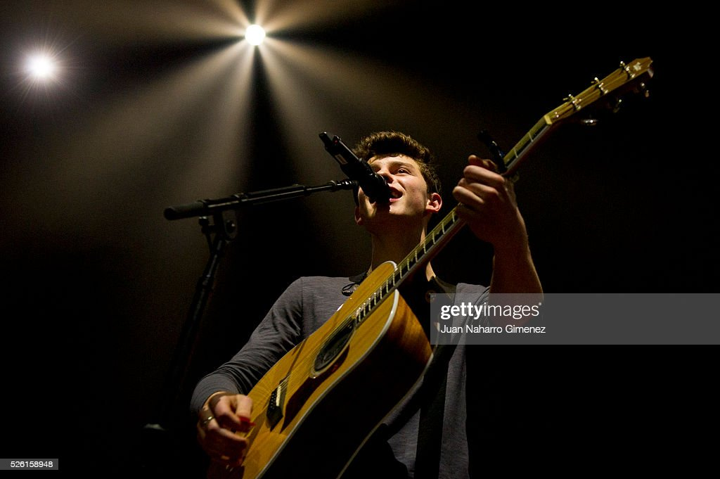 <a gi-track='captionPersonalityLinkClicked' href=/galleries/search?phrase=Shawn+Mendes&family=editorial&specificpeople=12808158 ng-click='$event.stopPropagation()'>Shawn Mendes</a> performs on stage at Barclaycard Center on April 29, 2016 in Madrid, Spain.