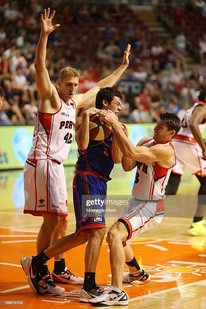 Shawn Redhage (L) and <a gi-track='captionPersonalityLinkClicked' href=/galleries/search?phrase=Damian+Martin+-+Basketball+Player&family=editorial&specificpeople=13687064 ng-click='$event.stopPropagation()'>Damian Martin</a> (R) tries to win the ball from Jason Cadee (C) of Adelaide during the round ten NBL match between the Adelaide 36ers and the Perth Wildcats at Adelaide Arena on December 9, 2012 in Adelaide, Australia.