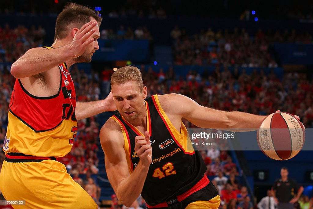 Shawn Redhage of the Wildcats drives to the basket against Mark Worthington of the Tigers during the round 19 NBL match between the Perth Wildcats and the Melbourne Tigers at Perth Arena on February 21, 2014 in Perth, Australia.
