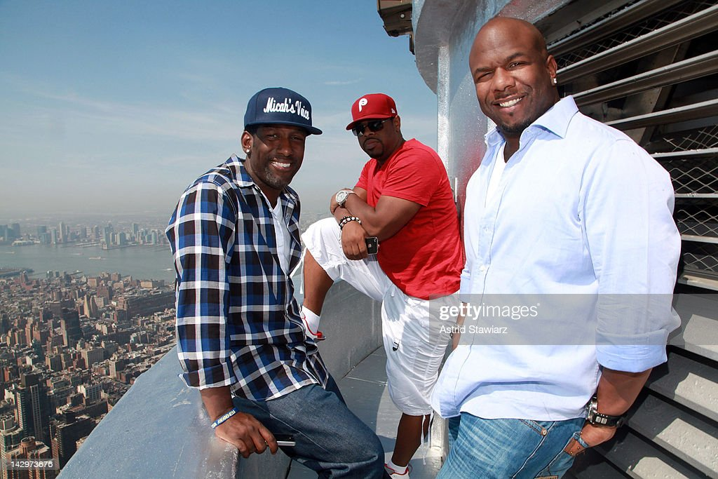 Boyz II Men Visit The Empire State Building