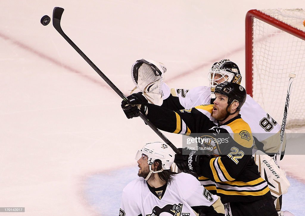 <a gi-track='captionPersonalityLinkClicked' href=/galleries/search?phrase=Shawn+Thornton&family=editorial&specificpeople=221639 ng-click='$event.stopPropagation()'>Shawn Thornton</a> #22 of the Boston Bruins reaches for the puck in the third period against <a gi-track='captionPersonalityLinkClicked' href=/galleries/search?phrase=Tomas+Vokoun&family=editorial&specificpeople=202179 ng-click='$event.stopPropagation()'>Tomas Vokoun</a> #92 of the Pittsburgh Penguins in Game Four of the Eastern Conference Final during the 2013 Stanley Cup Playoffs at TD Garden on June 7, 2013 in Boston, Massachusetts.