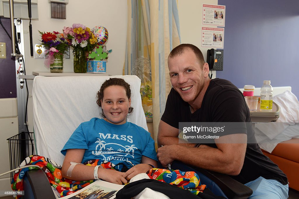 <a gi-track='captionPersonalityLinkClicked' href=/galleries/search?phrase=Shawn+Thornton&family=editorial&specificpeople=221639 ng-click='$event.stopPropagation()'>Shawn Thornton</a> visits with Katelyn and Mom at Boston Children's Hospital August 12, 2014 in Boston, Massachusetts.
