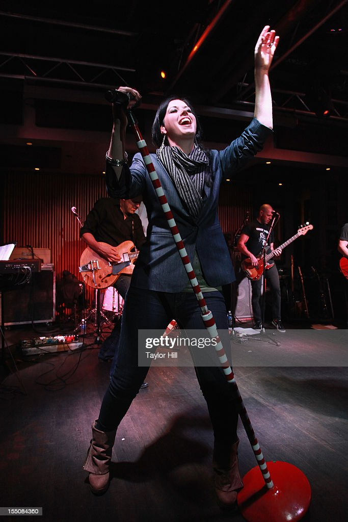 <a gi-track='captionPersonalityLinkClicked' href=/galleries/search?phrase=Shawna+Thompson&family=editorial&specificpeople=7618655 ng-click='$event.stopPropagation()'>Shawna Thompson</a> of Thompson Square performs during the BBR Music Group 3rd annual Pre-CMA party at the Hard Rock Cafe Nashville on October 31, 2012 in Nashville, Tennessee.