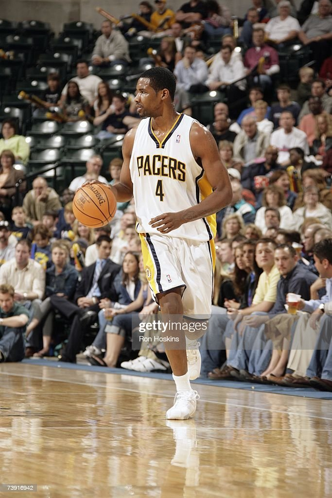 Shawne Williams #4 of the Indiana Pacers brings the ball upcourt during the game against the Detroit Pistons at Conseco Fieldhouse on April 3, 2007 in Indianapolis, Indiana. The Pistons won 100-85.