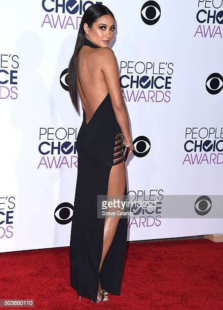 Shay Mitchell arrives at the People's Choice Awards 2016 at Microsoft Theater on January 6 2016 in Los Angeles California