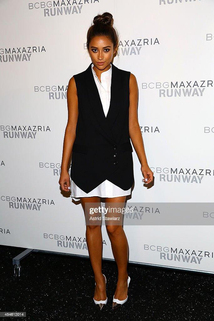 Bcbgmaxazria backstage mercedes benz fashion week for Mercedes benz fashion show