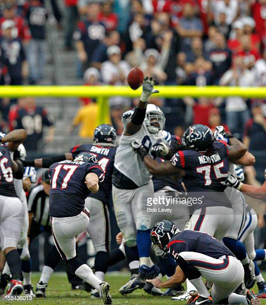 Shayne Graham of the Houston Texans connects for a field goal in the second half against the Indianapolis Colts at Reliant Stadium on December 16...