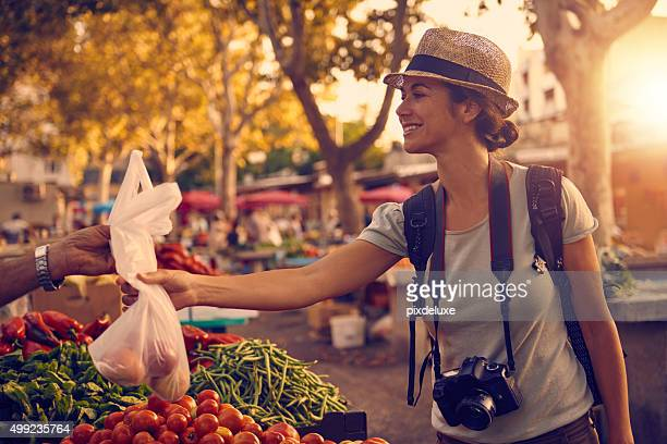Sie konnte nicht Spaziergang von ohne etwas zu kaufen Sie lokale Köstlichkeiten