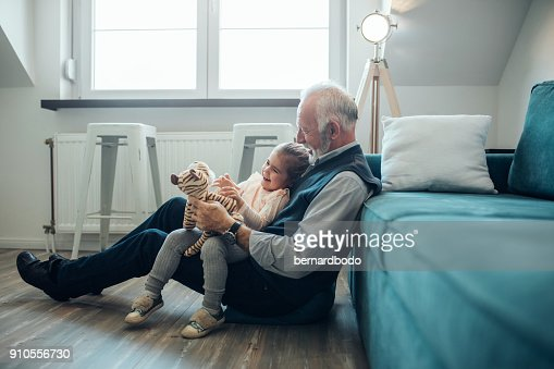 She enjoys grandpa's jokes : Foto de stock