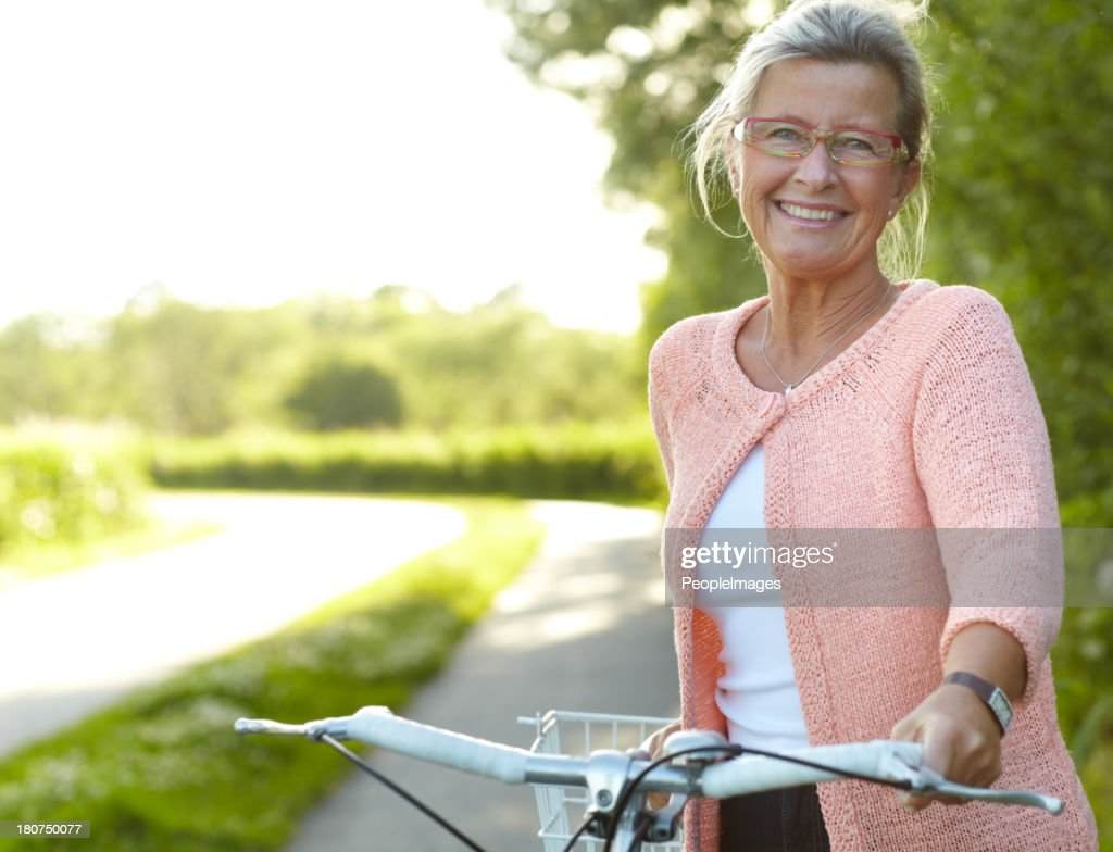 She enjoys healthy outdoor activities - Cycling : Stock Photo