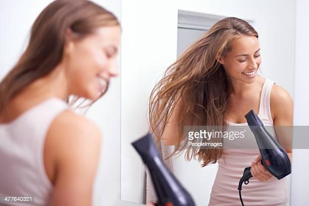 Elle aime prendre soin de ses cheveux