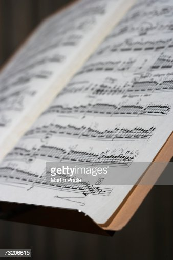 Sheet music on stand : Photo
