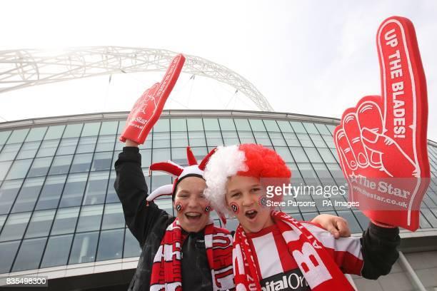 Sheffield United fans outside the stadium