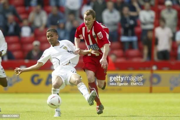 Sheffield United's Alan Quinn and Leeds United's Aaron Lennon