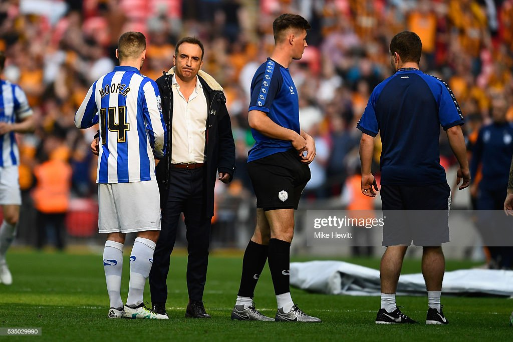 Sheffield Wednesday manager Carlos Carvalhal consoles <a gi-track='captionPersonalityLinkClicked' href=/galleries/search?phrase=Gary+Hooper+-+Soccer+Player&family=editorial&specificpeople=10136216 ng-click='$event.stopPropagation()'>Gary Hooper</a> during the Sky Bet Championship Play Off Final between Hull City and Sheffield Wednesday at Wembley Stadium on May 28, 2016 in London, England.