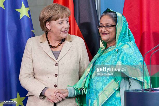 Sheikh Hasina Wajed Bangladesh's prime minister shakes hands with German Chancellor Angela Merkel after a press conference at the Chancellory on...