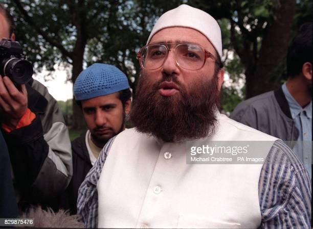 Sheikh Omar Bakri Muhammad leader of the AlMuhajiron movement talks to reporters at Speaker's Corner Hyde Park London this morning where Muslims...