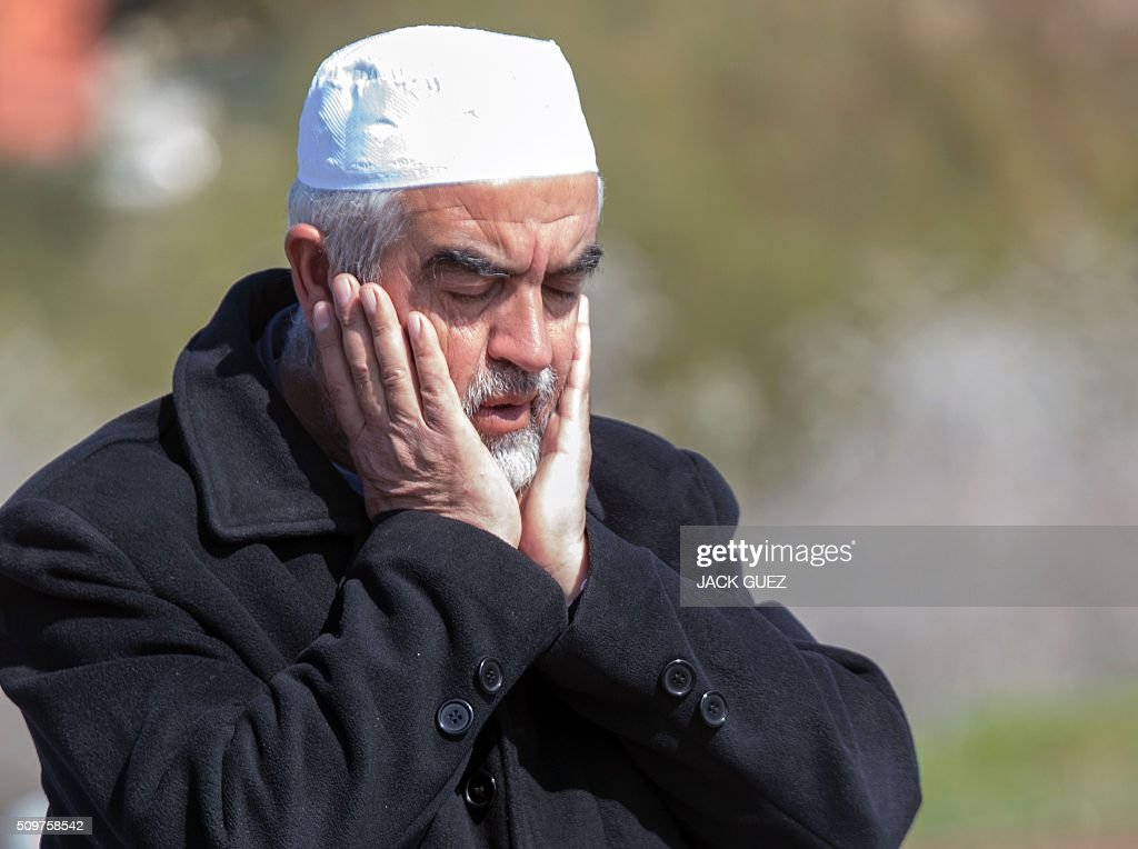 Sheikh Raed Salah, the leader of the radical northern wing of the Islamic Movement in Israel, takes part in a prayer in support for the release of Mohammed al-Qiq, a Palestinian prisoner on hunger strike, outside the hospital where he is being treated in the northern Israeli town of Afula on February 12, 2016. Ailing Palestinian journalist Qiq will keep up his ten-week hunger strike despite Israel suspending a detention without trial order against him, his lawyer said. / AFP / JACK GUEZ