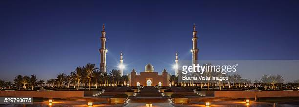 Sheikh Zayed Grand Mosque at dusk