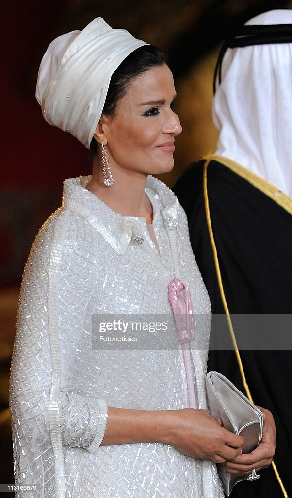 Sheikha Mozah Bint Nasser attends the Gala Dinner in honour of the Emir of the State of Qatar and Sheikha Mozah Bint Nasser at The Royal Palace on April 25, 2011 in Madrid, Spain.