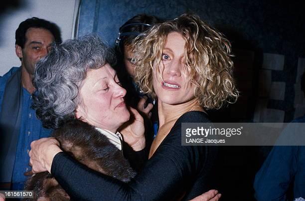 Sheila Concert At The Zenith A la fin de son premier récital au Zénith à PARIS échevelée saisie d'émotion SHEILA se jette dans les bras de sa mère...