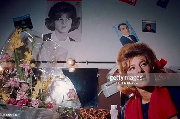 Sheila In Concert In Marseille Les premiers pas de SHEILA sur scène au Gymnase de MARSEILLE la chanteuse arborant ses célèbres couettes assise dans...