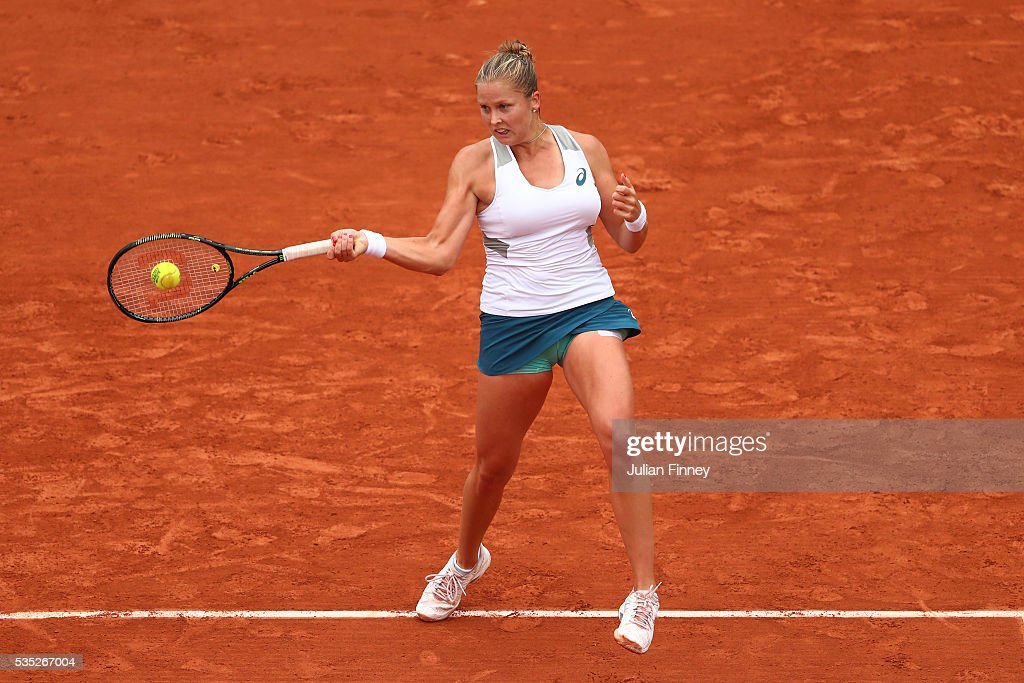 <a gi-track='captionPersonalityLinkClicked' href=/galleries/search?phrase=Shelby+Rogers&family=editorial&specificpeople=7162690 ng-click='$event.stopPropagation()'>Shelby Rogers</a> of the United States hits a forehand during the Ladies Singles fourth round match against Irina-Camelia Begu of Romania on day eight of the 2016 French Open at Roland Garros on May 29, 2016 in Paris, France.