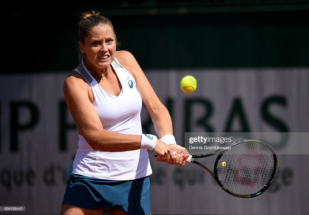 <a gi-track='captionPersonalityLinkClicked' href=/galleries/search?phrase=Shelby+Rogers&family=editorial&specificpeople=7162690 ng-click='$event.stopPropagation()'>Shelby Rogers</a> of the United States plays a backhand during the Women's Singles second round match against Elena Vesnina of Russia at Roland Garros on May 25, 2016 in Paris, France.
