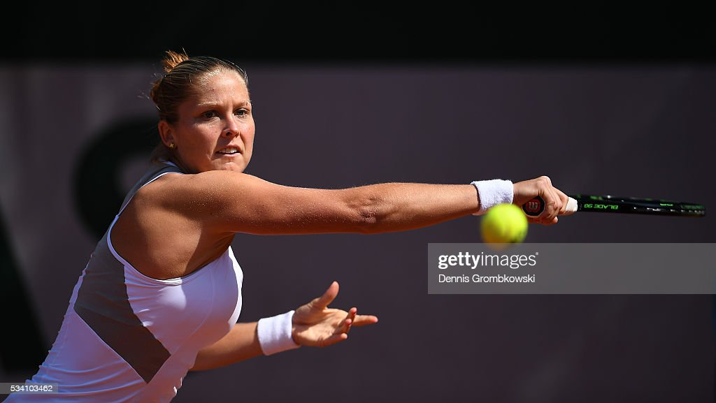 <a gi-track='captionPersonalityLinkClicked' href=/galleries/search?phrase=Shelby+Rogers&family=editorial&specificpeople=7162690 ng-click='$event.stopPropagation()'>Shelby Rogers</a> of the United States plays a forehand during the Women's Singles second round match against Elena Vesnina of Russia at Roland Garros on May 25, 2016 in Paris, France.