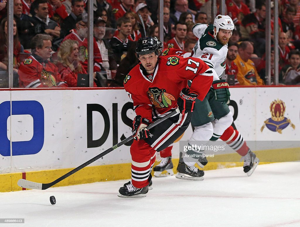 Sheldon Brrokbank #17 of the Chicago Blackhawks looks to pas against the Minnesota Wild in Game Five of the Second Round of the 2014 NHL Stanley Cup Playoffs at the United Center on May 11, 2014 in Chicago, Illinois. The Blackhawks defeated the Wild 2-1.