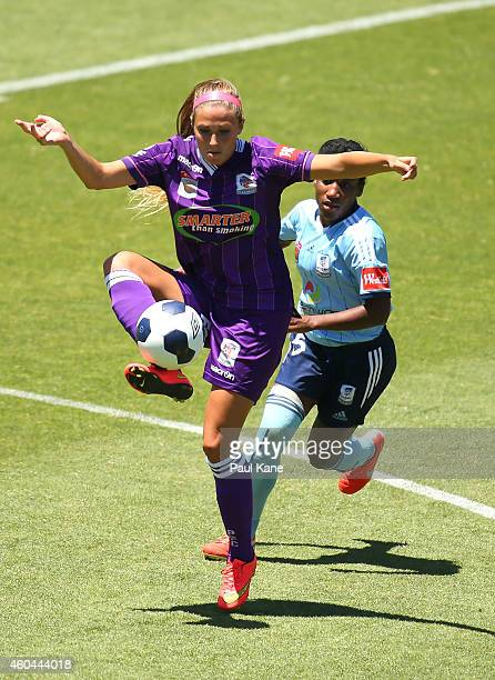 Shelina Zadorsky of the Glory traps the ball against Jasmyne Spencer of Sydney during the WLeague semi final match between Perth Glory and Sydney FC...