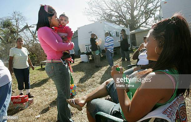 Shelita Blanchard kisses her niece Bailey Blanchard 11 months during Thanksgiving festivites November 24 2005 in New Orleans Sixteen Blanchard...