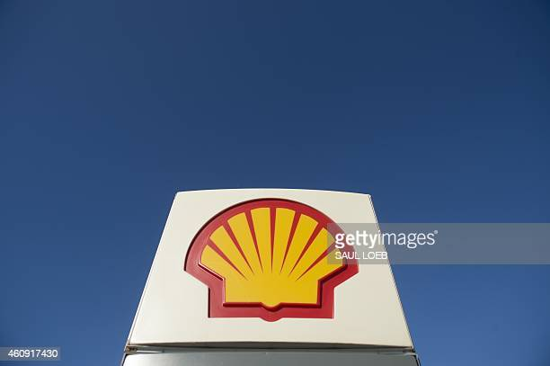 A Shell gas station is seen in Falls Church Virginia December 30 2014 AFP PHOTO / SAUL LOEB