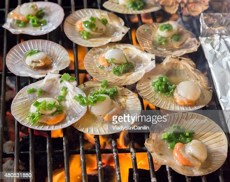 Shell steaks on the grill cooking seafood. : Stockfoto
