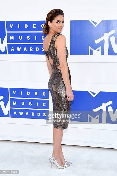 Shelley Hennig attends the 2016 MTV Video Music Awards at Madison Square Garden on August 28 2016 in New York City